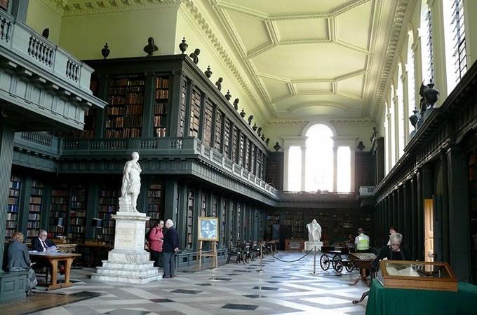 Biblioteca Codrington, en Oxford, una de las bibliotecas más bellas del mundo